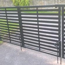 Horizontal slatted gates